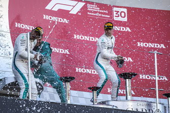 Lewis Hamilton, Mercedes AMG F1, Matt Deane, Mercedes AMG F1 Chief Mechanic and Valtteri Bottas, Mercedes AMG F1 celebrate with the champagne on the podium