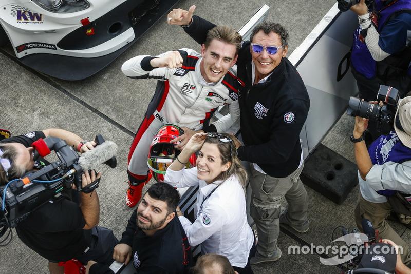 Race winner Kevin Ceccon, Team Mulsanne Alfa Romeo Giulietta TCR