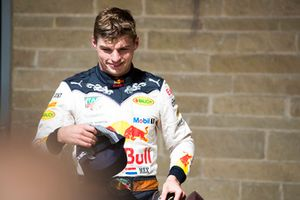 Max Verstappen, Red Bull Racing, 2° classificato, nel parco chiuso