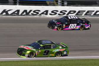 Chase Elliott, Hendrick Motorsports, Chevrolet Camaro Mountain Dew and Landon Cassill, StarCom Racing, Chevrolet Camaro Share Foundation