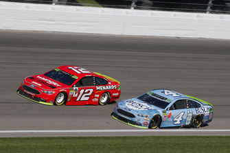 Ryan Blaney, Team Penske, Ford Fusion Menards/Wrangler Riggs Workwear e Kevin Harvick, Stewart-Haas Racing, Ford Fusion Busch Light