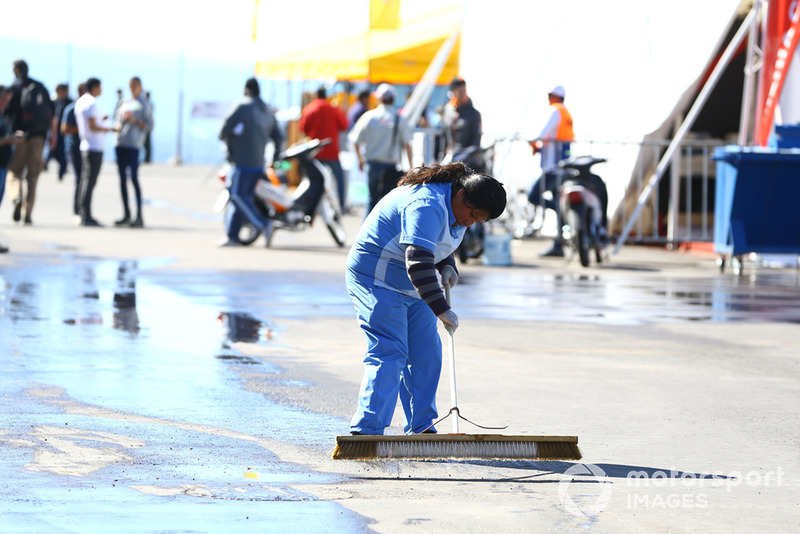 Travaux de nettoyage de la piste