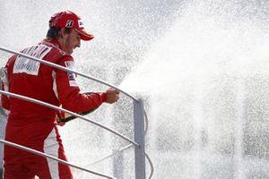 Podium: race winner Fernando Alonso, Ferrari F10