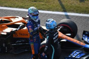 Daniel Ricciardo, McLaren, 3rd position, congratulates Valtteri Bottas, Mercedes, 1st position, in Parc Ferme after Sprint Qualifying