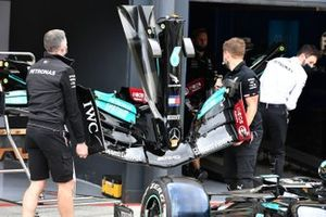 Mercedes W12 nose and front wing detail