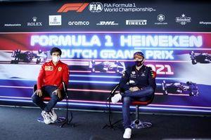 Carlos Sainz Jr., Ferrari e Max Verstappen, Red Bull Racing in conferenza stampa