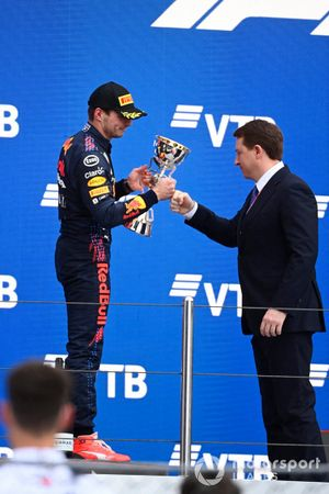 Max Verstappen, Red Bull Racing, 2nd position, recieves his trophy