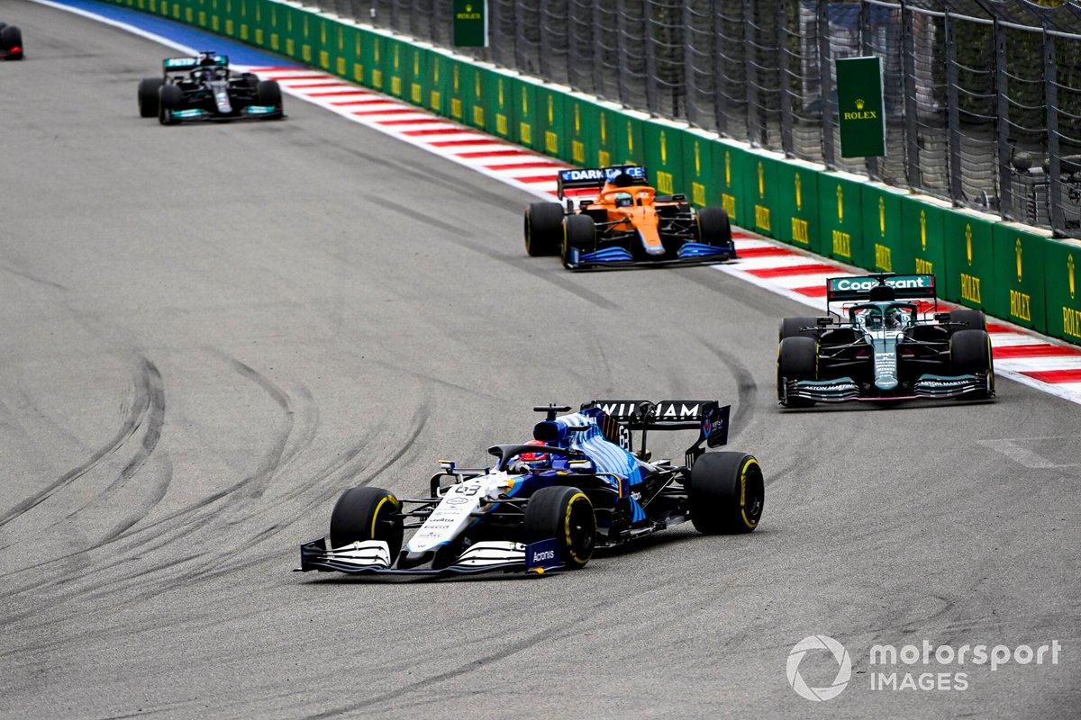 George Russell, Williams FW43B, Lance Stroll, Aston Martin AMR21, y Daniel Ricciardo, McLaren MCL35M