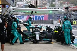 Lewis Hamilton, Mercedes W12, fait un arrêt