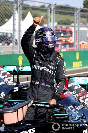 Lewis Hamilton, Mercedes, festeggia all'arrivo a Parc Ferme