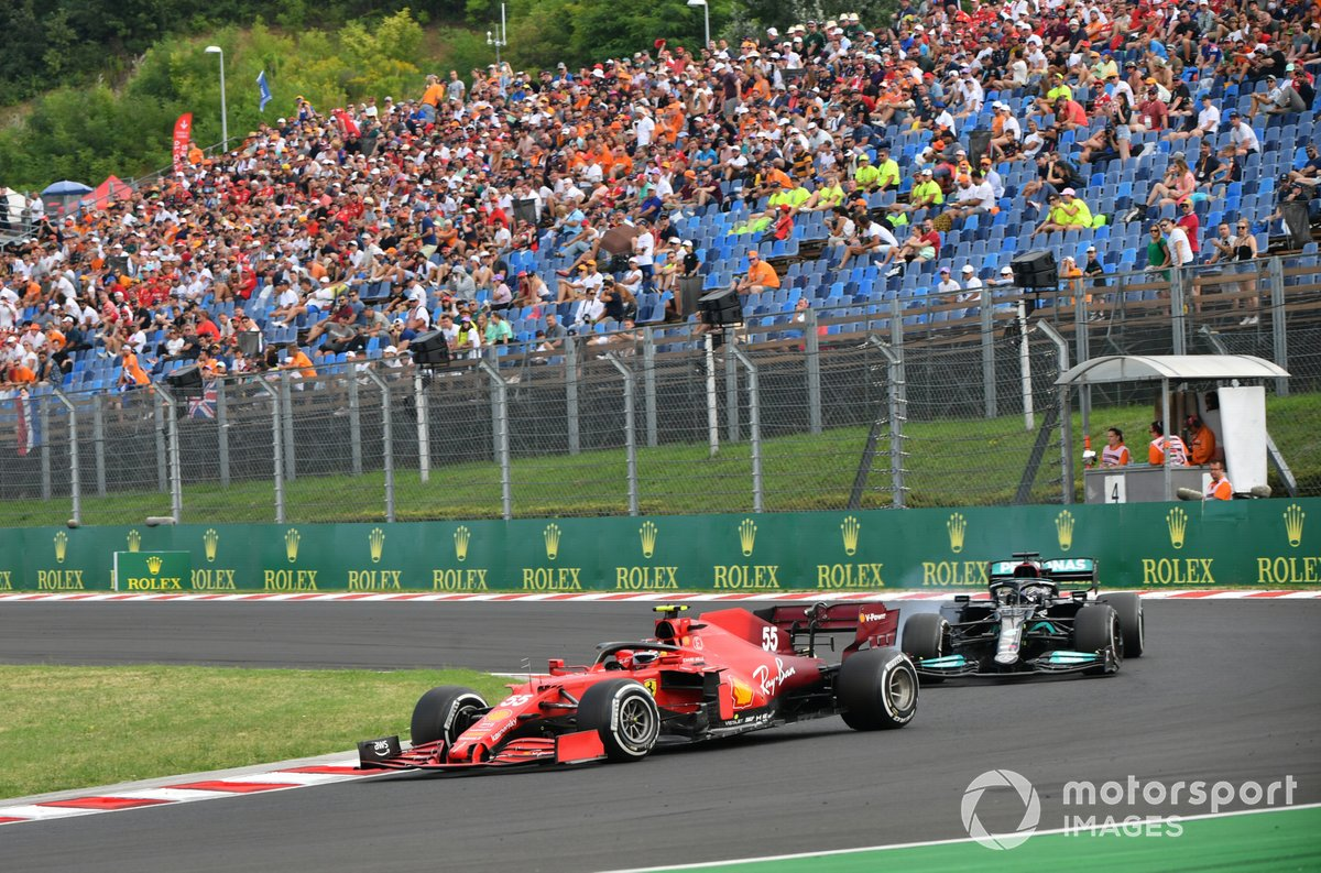 Carlos Sainz Jr, Ferrari SF21, Lewis Hamilton, Mercedes W12