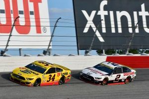 Michael McDowell, Front Row Motorsports, Ford Mustang Love's Travel Stops and Brad Keselowski, Team Penske, Ford Mustang Discount Tire