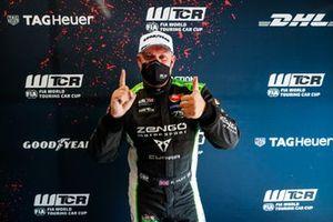 Pole sitter Rob Huff, Zengo Motorsport CUPRA Leon Competición