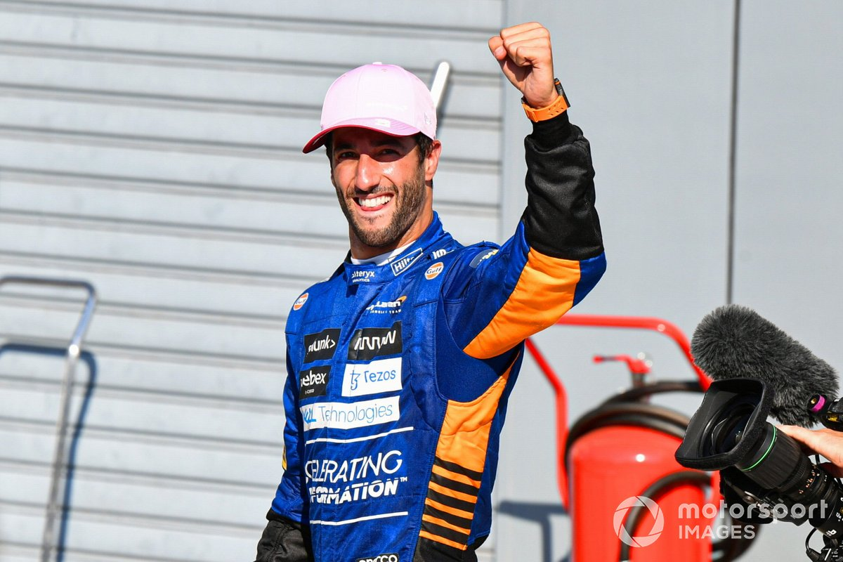 Lewis Hamilton, Mercedes, 1a posizione, festeggia nel Parc Ferme
