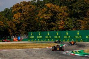 Max Verstappen, Red Bull Racing RB16B, Lando Norris, McLaren MCL35M e Lewis Hamilton, Mercedes W12
