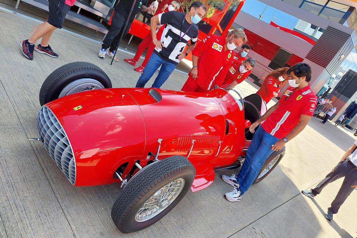 Carlos Sainz Jr., Ferrari with Froilan Gonzales' Ferrari 375