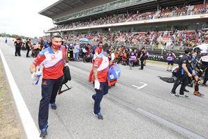 Jorge Martin, Pramac Racing, crew leaving the grid