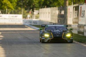 #23 Heart Of Racing Team Aston Martin Vantage GT3, Ross Gunn, Roman de Angelis