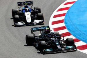 Valtteri Bottas, Mercedes W12, Nicholas Latifi, Williams FW43B
