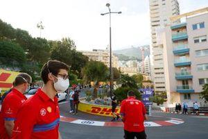 Alexander Sims, Mahindra Racing, walks the track