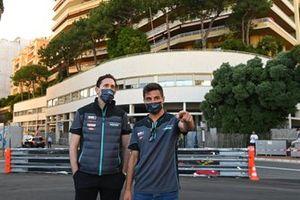 James Barclay, directeur de Jaguar Racing et Mitch Evans, Jaguar Racing, durant le track walk