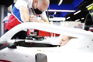 Mick Schumacher, Haas F1, in cockpit