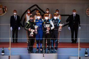 Felipe Drugovich, Uni-Virtuosi, Race Winner Guanyu Zhou, Uni-Virtuosi Racing and Roy Nissany, Dams on the podium with the trophy