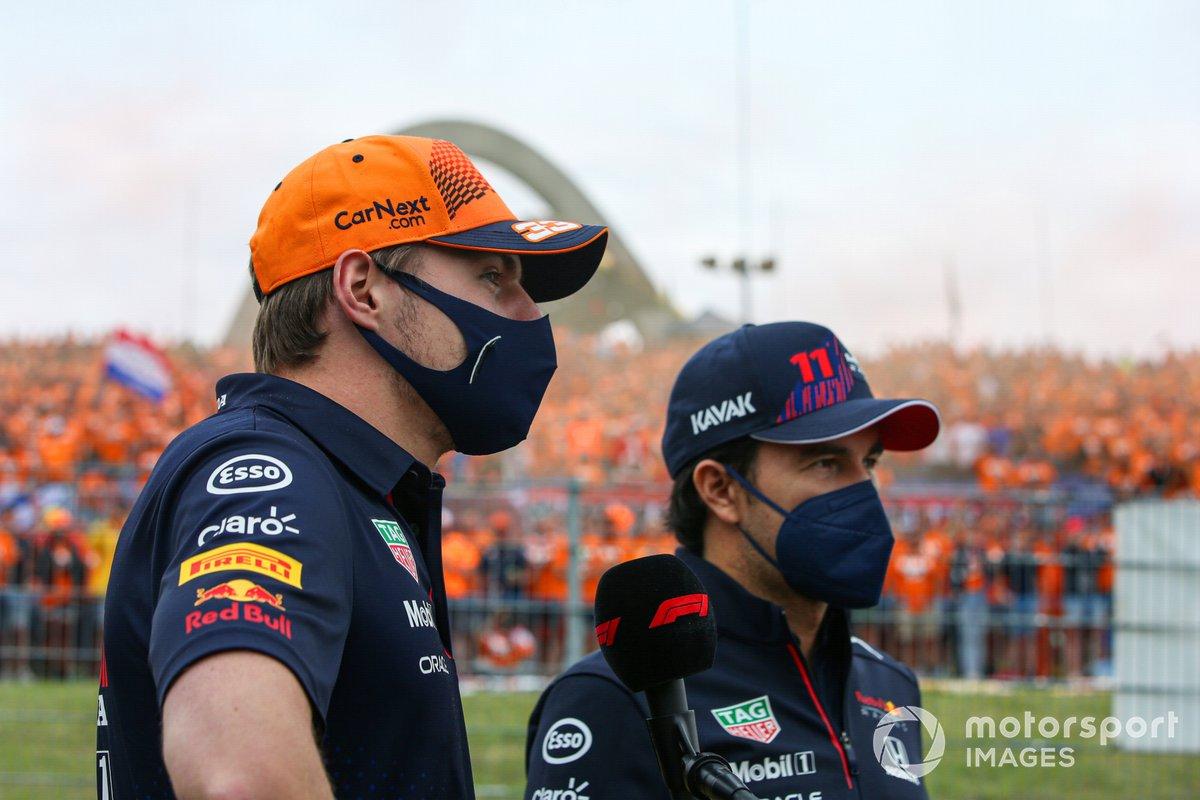 Max Verstappen, Red Bull Racing, Sergio Pérez, Red Bull Racing, saludan a los aficionados antes de la carrera