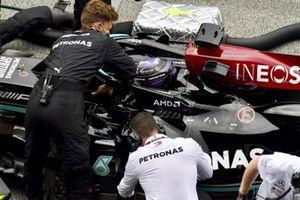 Lewis Hamilton, Mercedes W12, en la parrilla