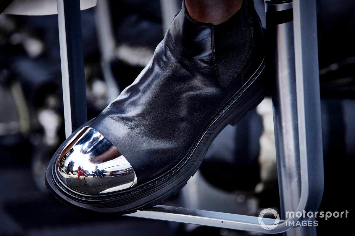 El zapato de Lewis Hamilton, Mercedes
