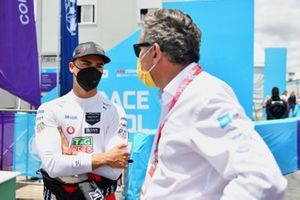 Pascal Wehrlein, Tag Heuer Porsche, en discussion avec Alejandro Agag, président de la Formule E