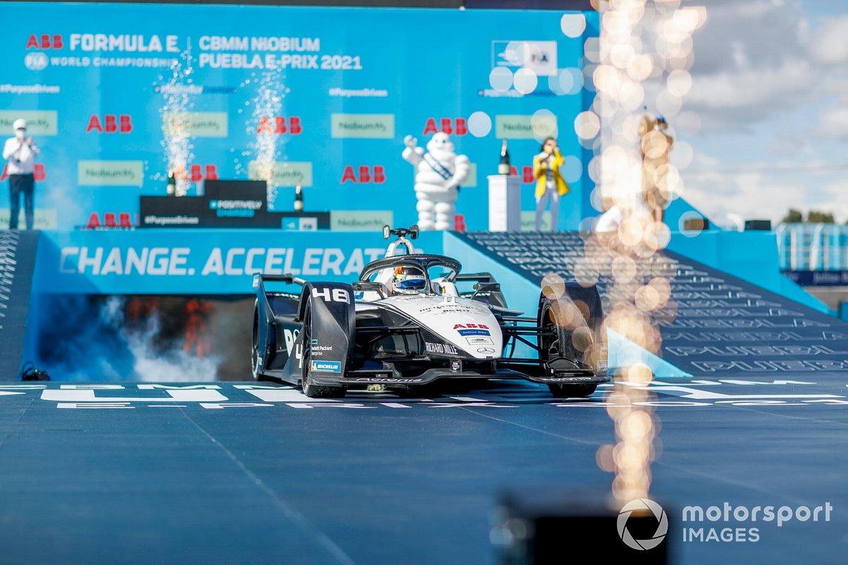 Ganador Edoardo Mortara, Venturi Racing, Silver Arrow 02, llega al podio