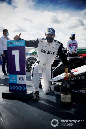 Edoardo Mortara, Venturi Racing, first position, with his Champagne