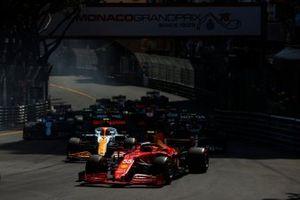 Carlos Sainz Jr., Ferrari SF21, Lando Norris, McLaren MCL35M, Pierre Gasly, AlphaTauri AT02, Lewis Hamilton, Mercedes W12, en Esteban Ocon, Alpine A521