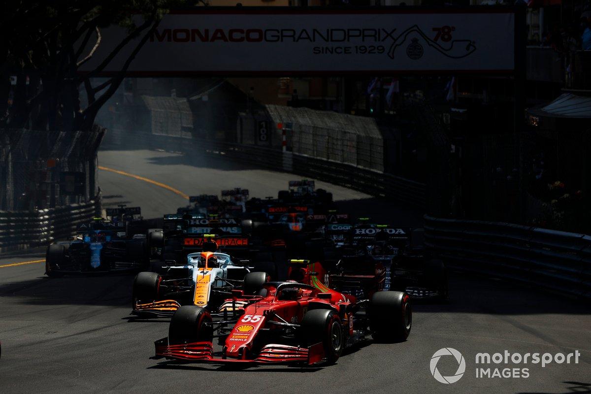 Carlos Sainz Jr., Ferrari SF21, Lando Norris, McLaren MCL35M, Pierre Gasly, AlphaTauri AT02, Lewis Hamilton, Mercedes W12, Esteban Ocon, Alpine A521