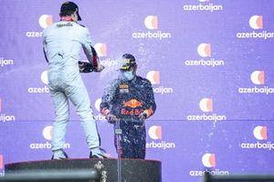 Podio: Ralph Boschung, Campos Racing, 2ª posición, y Jehan Daruvala, Carlin, 3ª posición, Champagne