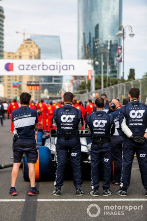 Mechanics observe a minutes silence for the late Mansoir Ojjeh on the grid