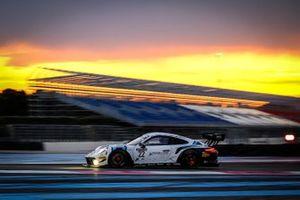 #22 GPX Racing UAE Porsche 911 GT3-R: Matt Campbell, Earl Bamber, Mathieu Jaminet