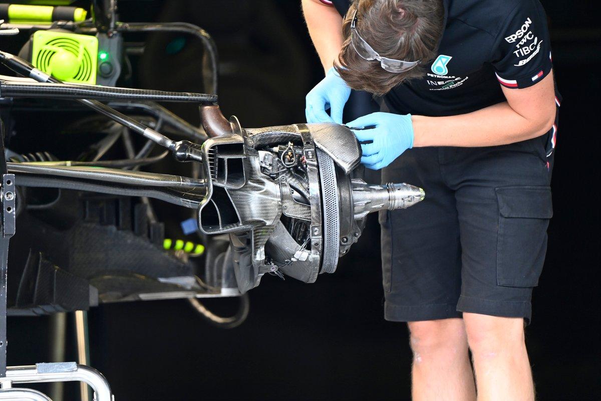 Detalle del freno delantero del Mercedes W12