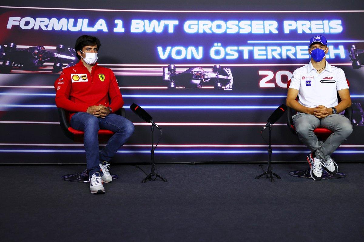 Carlos Sainz Jr., Ferrari, Mick Schumacher, Haas F1 during the press conference