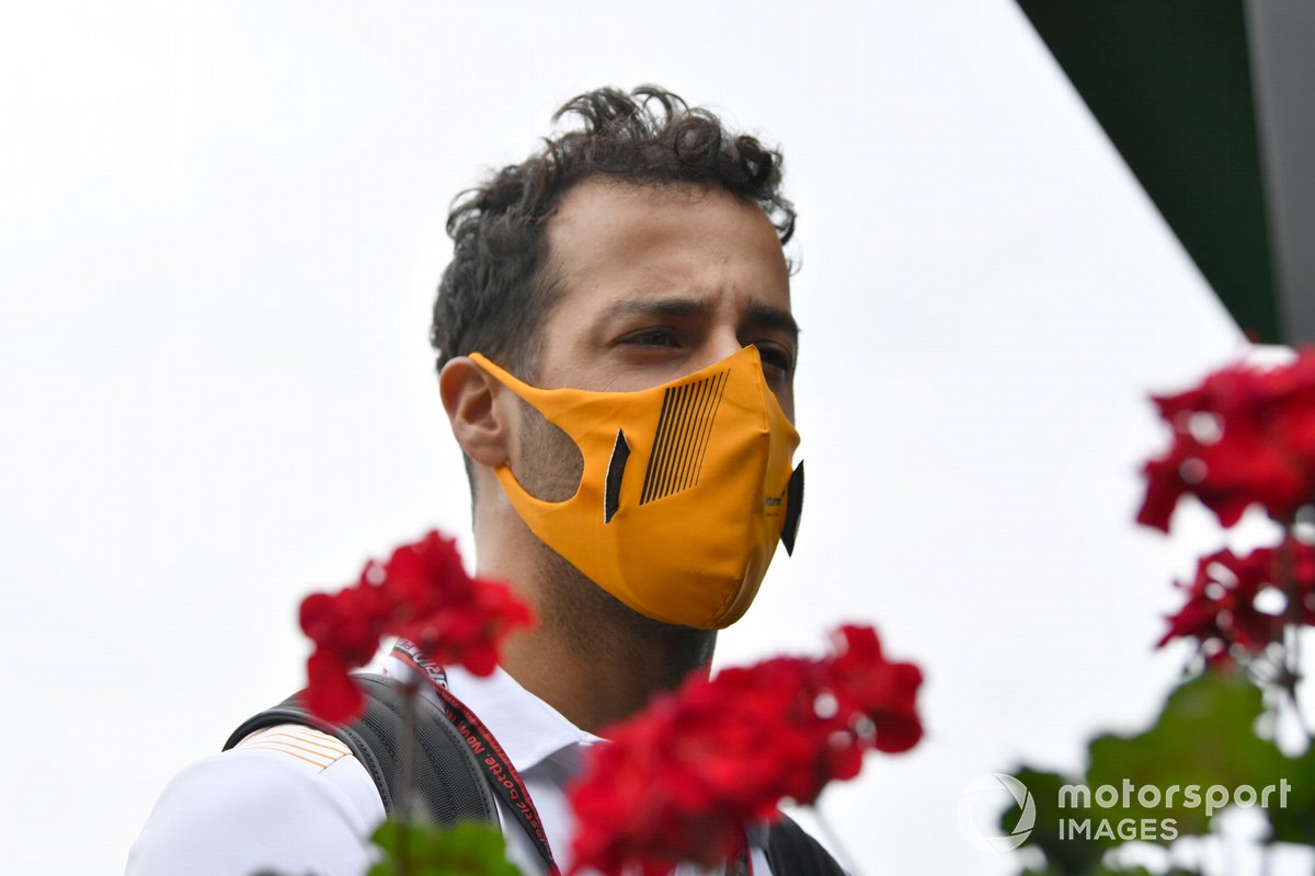Daniel Ricciardo, McLaren arriving at the track