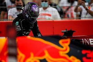 Lewis Hamilton, Mercedes, 2nd position, in Parc Ferme