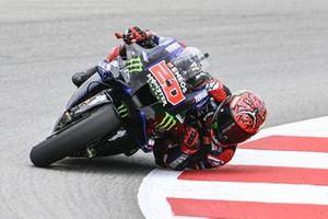 Fabio Quartararo, Yamaha Factory Racing, avec le coude et l'épaule au ras du sol