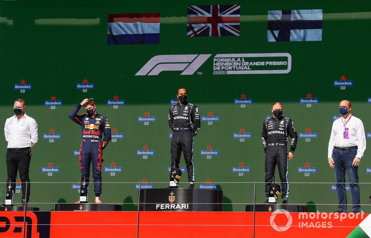 Podio: ganador Lewis Hamilton, Mercedes, segundo lugar Max Verstappen, Red Bull Racing y tercer lugar Valtteri Bottas, Mercedes