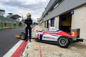 Levi Rèvèsz con AKM Motorsport