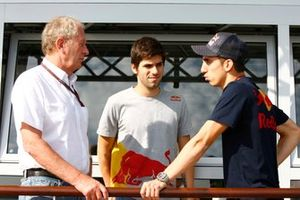 Sebastien Buemi, Toro Rosso, avec Jaime Alguersuari, Toro Rosso et Helmut Marko