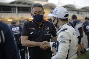 Masashi Yamamoto, General Manager, Honda Motorsport, with Yuki Tsunoda, AlphaTauri