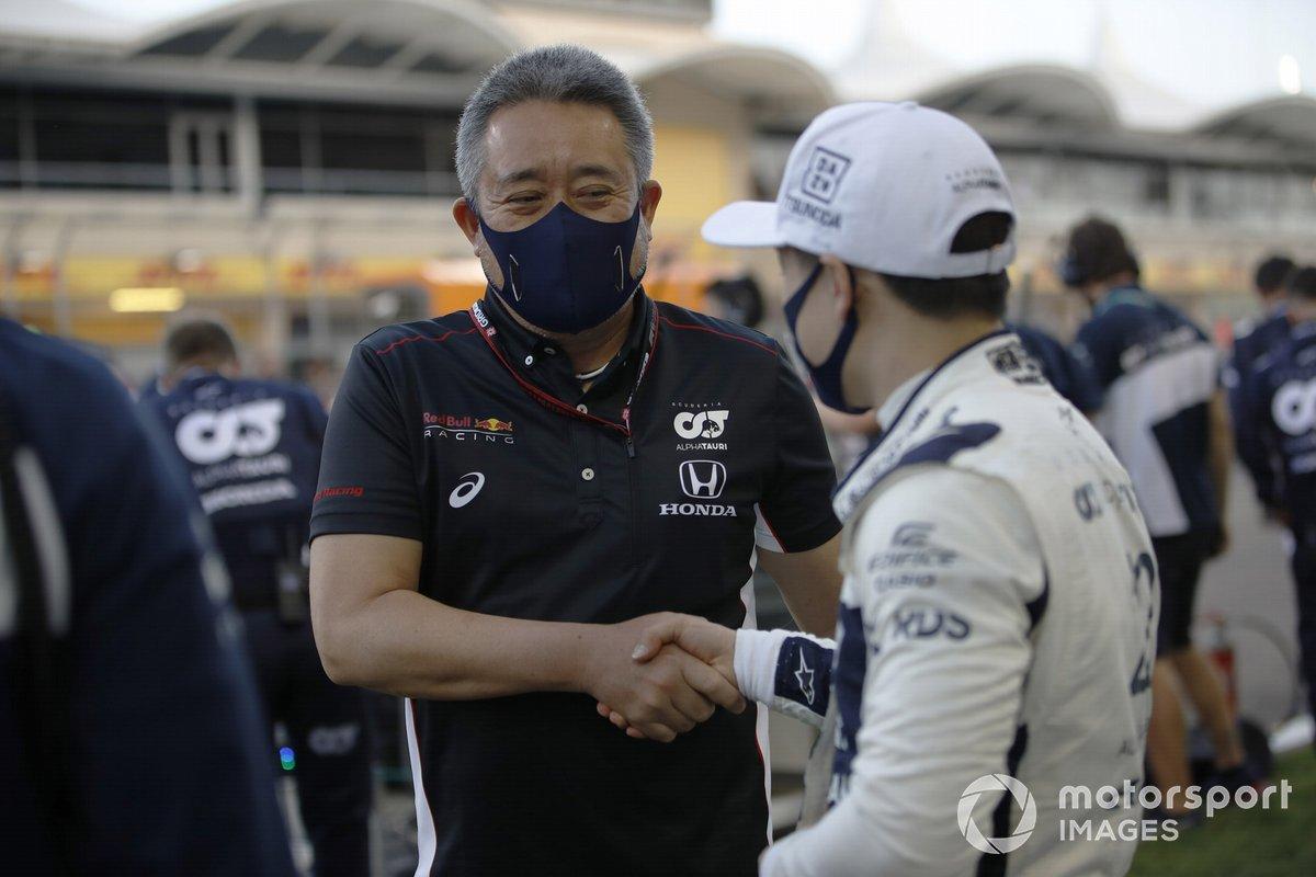 Masashi Yamamoto, Director General de Honda Motorsport, con Yuki Tsunoda, AlphaTauri