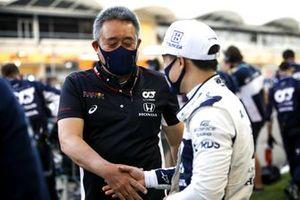 Masashi Yamamoto, General Manager, Honda Motorsport and Yuki Tsunoda, AlphaTauri on the grid