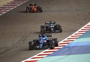 Fernando Alonso, Alpine A521, Lance Stroll, Aston Martin AMR21, and Carlos Sainz Jr., Ferrari SF21